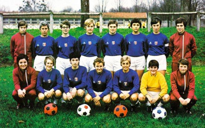 L'équipe de France de football en 1971 (en jaune, Ghislaine Souef). © DR