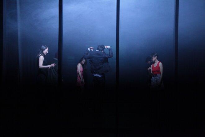 """Scène du spectacle """"Les évaporés"""" © Akihiro Hata"""