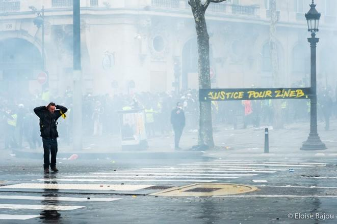 Banderole en hommage à Zineb Rédouane, octogénaire décédée lors d'une hospitalisation suite à un tir de grenade lacrymogène recu dans la face alors qu'elle se trouvait à son domicile. Paris, 16 mars 2018 © E.B