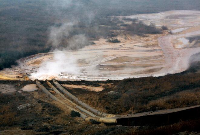 Tuyaux d'évacuation polluant l'eau d'une raffinerie de terres rares en Mongolie intérieure. © Reuters