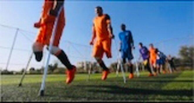 Photo aperçu d'une partie de l'équipe des dé-footballeurs amputés de l'apartheid de l'im-pensé[E] - Google 2019 © PALESTINE E'M.C.