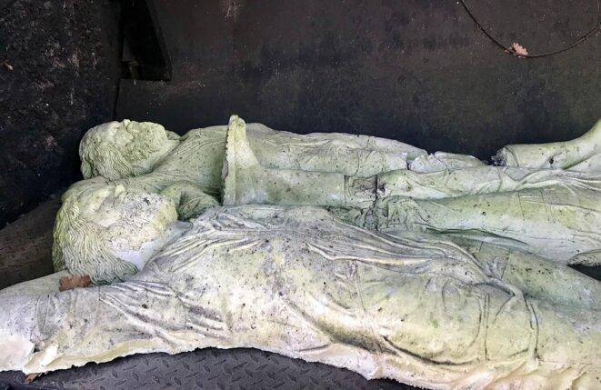 Rico Weber (1942 - 2004), Gisants, moules en plâtre du corps de l'artiste durant sa sieste, Le Cyclop, Milly-la-Forêt, CNAP © Guillaume Lasserre