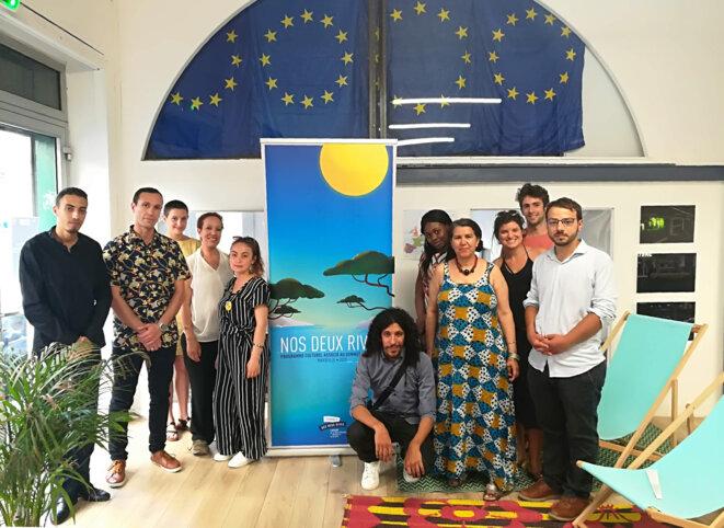 De gauche à droite : Jamal Idoumjoud (président de l'association Espoir - Tiznit - Maroc) - M X - en robe jaune, Marlène Superbie (volontaire en service civique à Eurocircle) - La juriste internationale Naïma Korchi (AWF - African Women's Forum - Maroc ) - Hafsa Kedadouche (étudiante en littérature française à l'Université de Béjaïa - Algérie). Accroupi : Tayeb Kouceila Mahfoud  (preneur de son stagiaire, de Béjaïa - Algérie), - Mme X -  au premier plan, Rahma Benhamou El Madani ( cinéaste - productrice et écrivaine - présidente des cinéastes non-alignées ) - en robe noire, Lea Lazic (chargée de projets européens à Eurocircle) - Maxime Devaud - premier plan, Florian Zappa (chargé de projets européens au Centre Information Europe Direct Marseille). © Philippe Léger