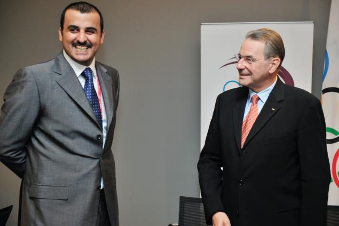 El príncipe heredero Tamim al-Thani, y actual emir de Qatar, con el presidente del CIO Jacques Rogge en 2009. © DR