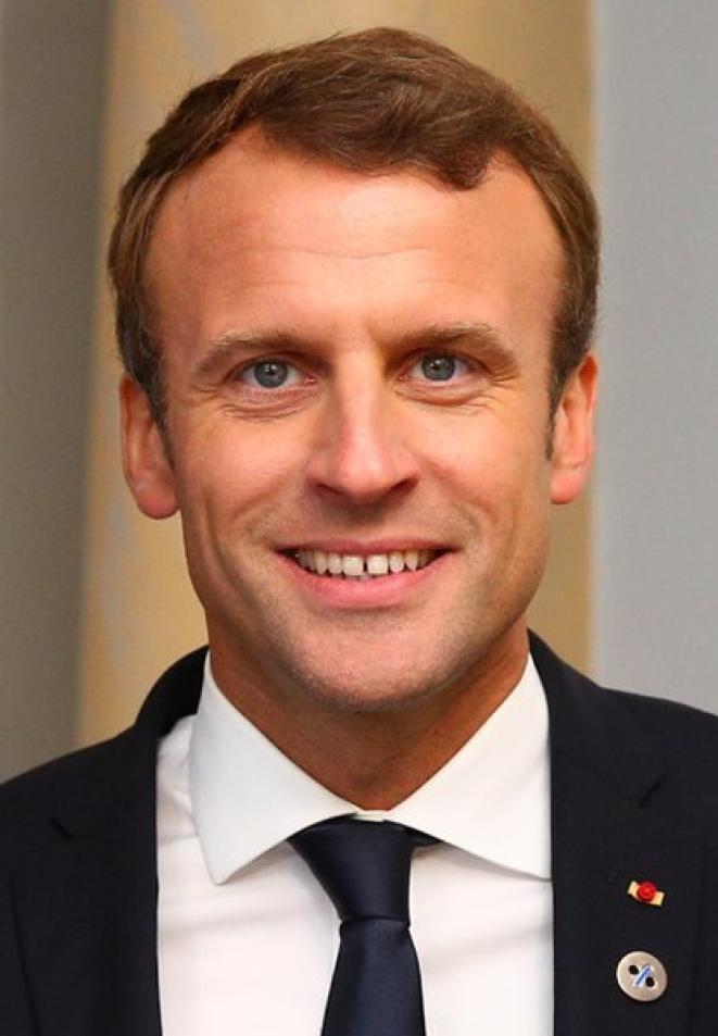 416px-emmanuel-macron-in-tallinn-digital-summit-welcome-dinner-hosted-by-he-donald-tusk-handshake-36669381364-cropped-2