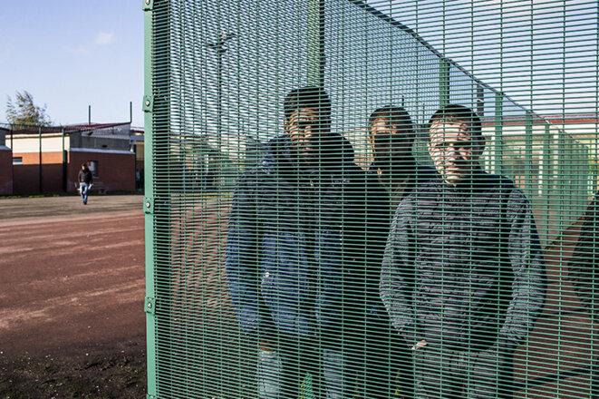 Detention center at Mesnil-Amelot, November 2007 © Yann Castanier / Hans Lucas