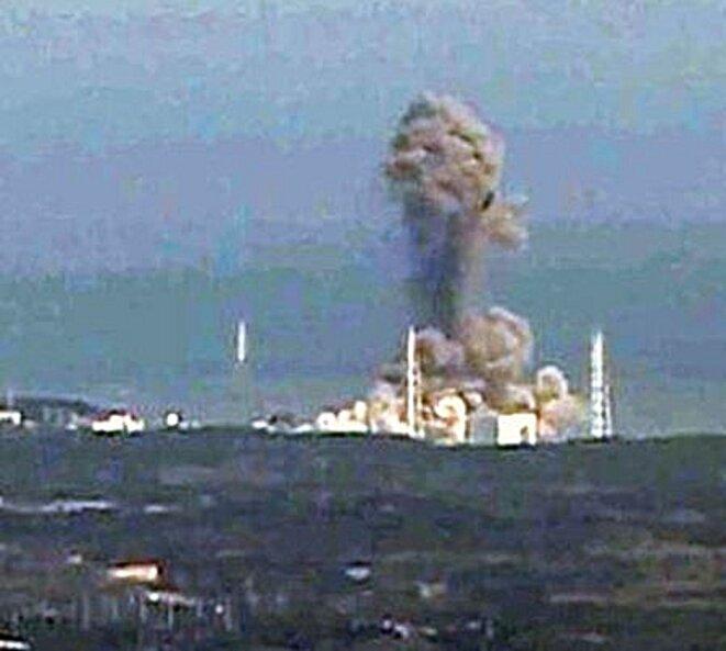 fukushima-explosion-02