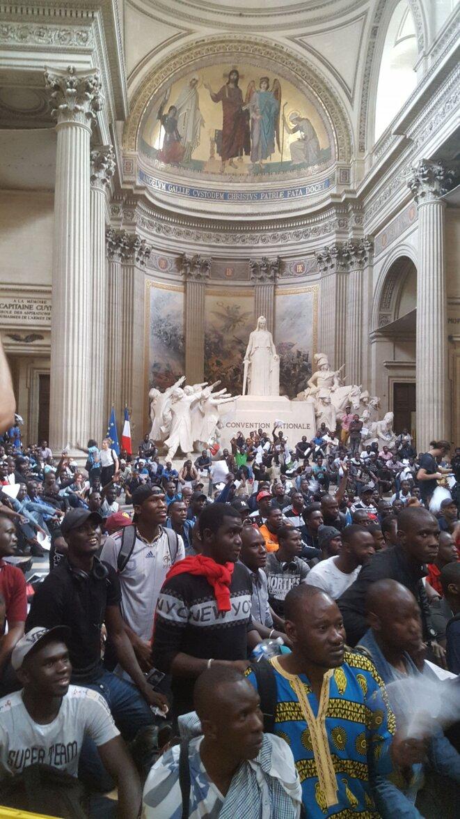 Au Panthéon © Gilets noirs en lutte