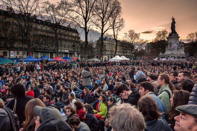 Assemblée générale de Nuit debout à Paris, 10 avril 2016. Source: Wikimedia Commons. © Olivier Ortelpa.