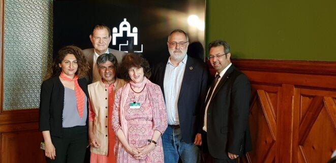 Rajagopal et Jill entourés des députés Sibel Arslan, Claude Béglé, Carlo Sommaruga et Niklaus Gugger, Berne, 20 juin 2019 © Benjamin Joyeux