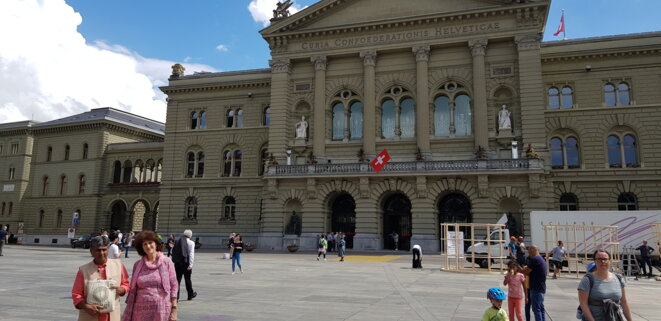 Rajagopal et Jill Carr-Harris devant le Conseil National, Berne, 20 juin 2019 © Benjamin Joyeux