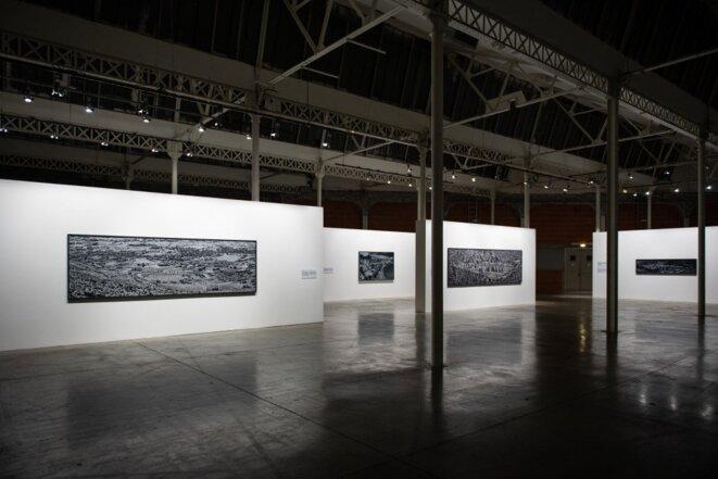 Vue de l'exposition Incoming de Richard Mosse, Lieu unique, Nantes, 2019. À l'image, Heat Maps (2016-18), série The Castle © David Gallard