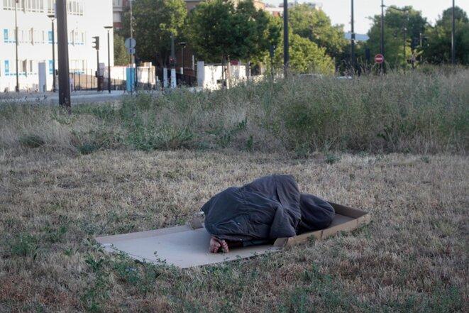 Le dormeur de la Porte d'Aubervilliers © Marc Melki