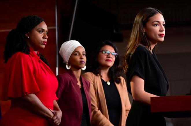 De g. à d. : Ayanna Pressley, Ilhan Omar, Rashita Tlaib et Alexandria Ocasio-Cortez répondent à Donald Trump, le 15 juillet 2019. © Reuters