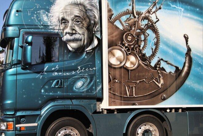 Albert Einstein représenté sur un camion © Pixabay License