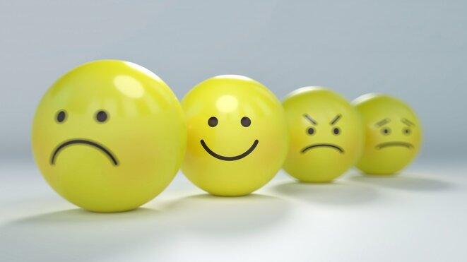 Tristesse, joie, colère, anxiété représenté par des émoticones © Pixabay License