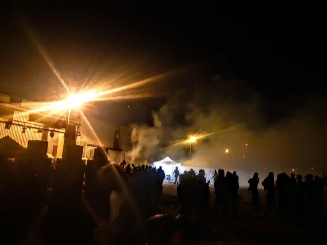 Au moins une trentaine de grenades lacrymogènes et une dizaine de grenades de désencerclement ont été tirées lors de l'opération, sur le quai Wilson. © DR