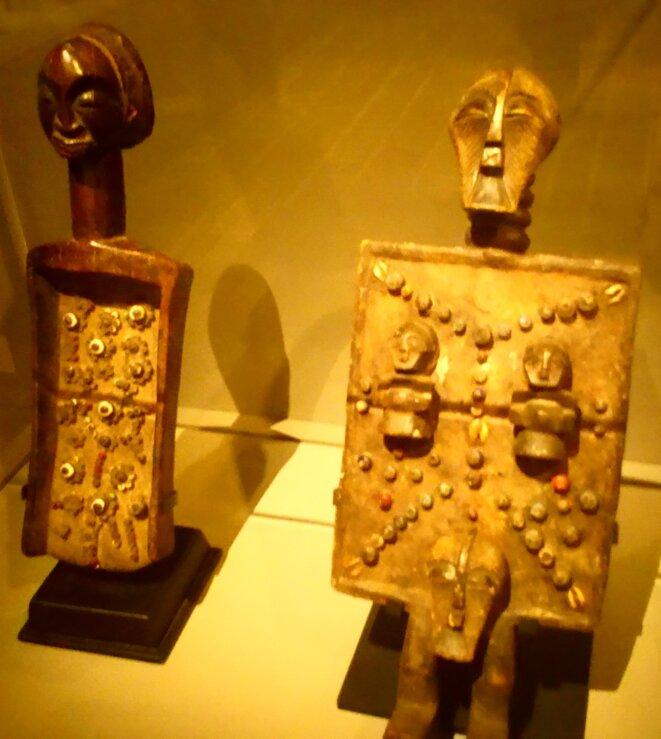 Deux sculptures en bois ethnique - Début du XXème siècle - Songye (Congo) © FHEL Landerneau - Cabinets des curiosités