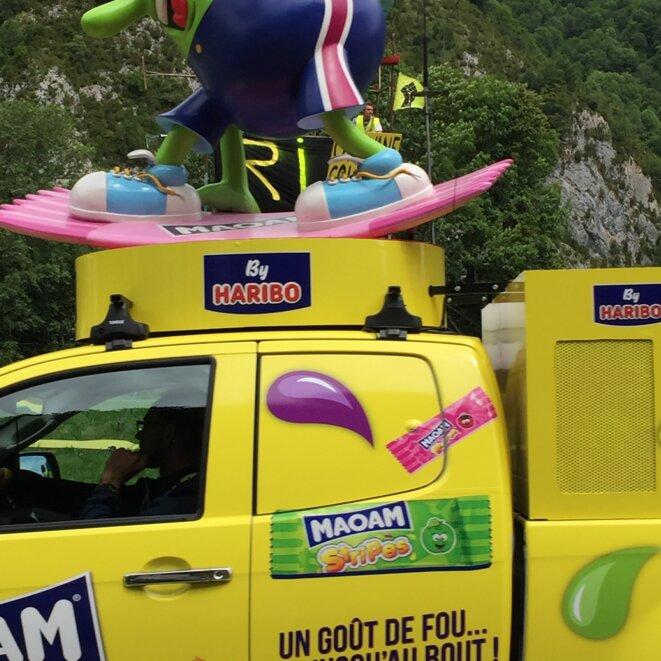 La caravane passe avec sa débauche publicitaire © AB