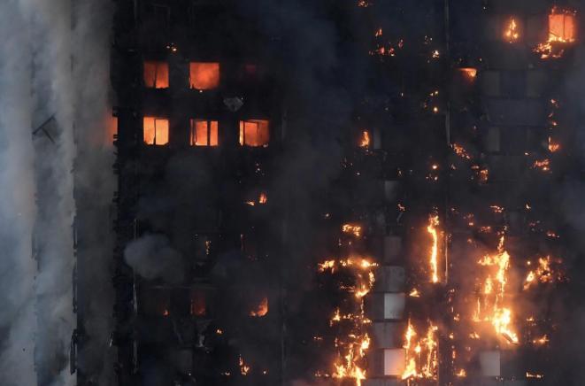 La Grenfell Tower en feu le 14 juin 2017. © Reuters