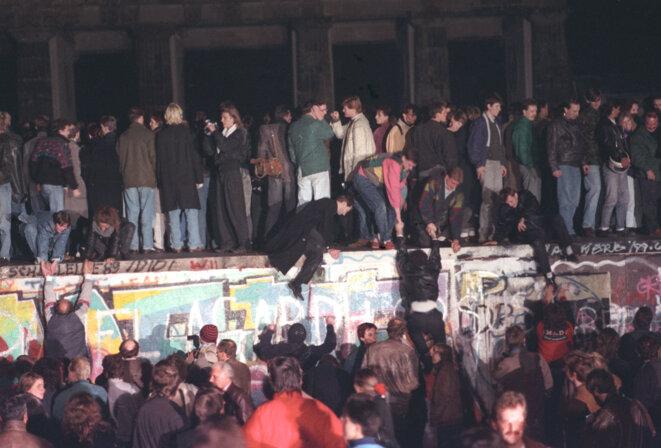 Le soir de la chute du mur de Berlin, le 9 novembre 1989. © Reuters
