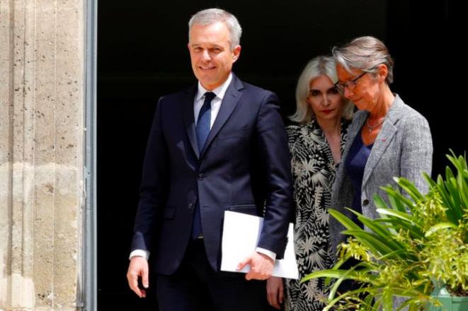 François de Rugy y su esposa, Séverine, el 17 de julio de 2019, durante el traspaso de poderes a la nueva ministra de Ecología Élisabeth Borne. © Reuters