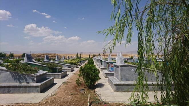 Cimetière des martyrs de guerre, Derik, Syrie du Nord © Corinne Morel Darleux