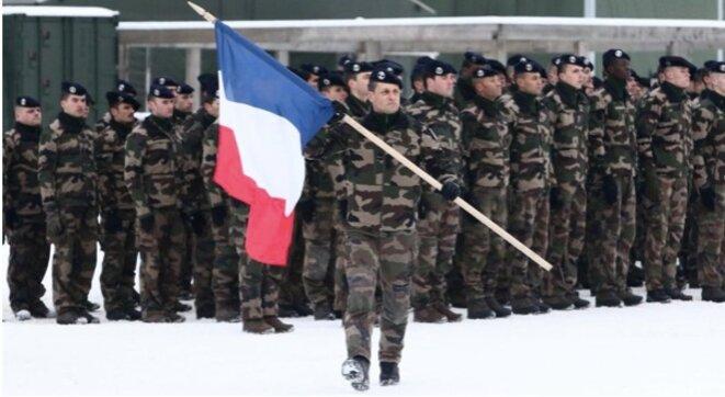 les-militaires-et-le-drapeau