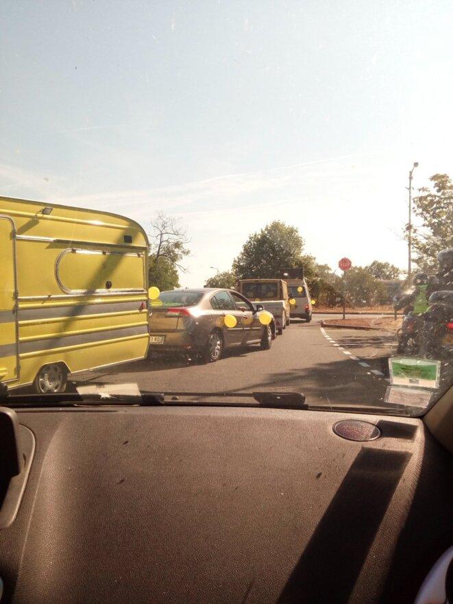 Le 13 juillet, la caravane des caravanes jaunes se dirige vers Paris © Caravanes des caravanes