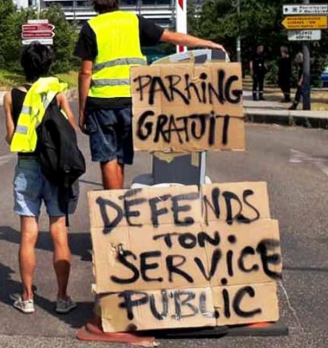Le 23 juillet Opération parking gratuit à Lyon © Convergence Blouses blanches Gilets jaunes