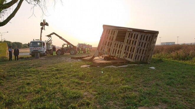 24 juillet, destruction urgente de la cabane des Gilets jaunes à Chauny dans l'Aisne
