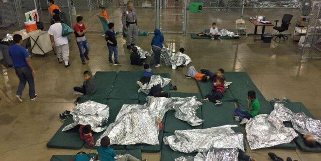 Des enfants dans un centre de Rio Grande au Texas, le 17 juin 2018. © Reuters