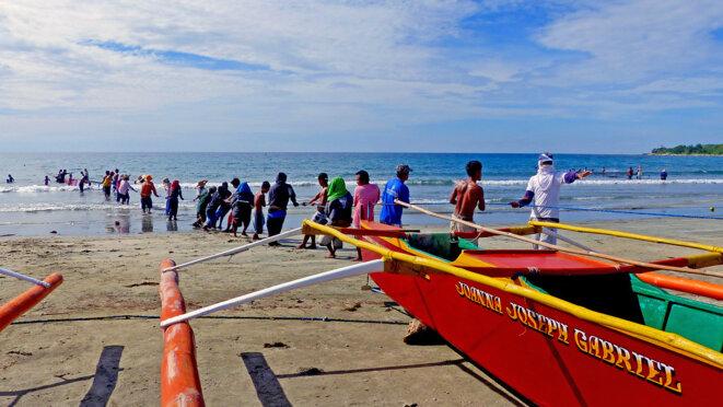 Des pêcheurs philippins © Libre de droits.- Flickr