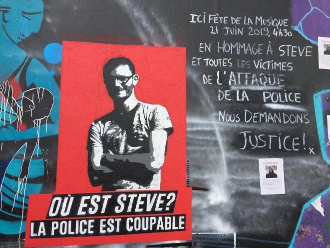 En el muelle del quai Wilson, un graffiti representa a Steve Maia Caniço. © Elisa Perrigueur