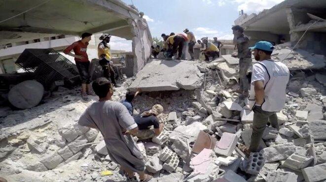 Les décombres d'une habitation d'Idlib à la suite d'un bombardement de l'armée syrienne, le 16 juillet. © White Helmets