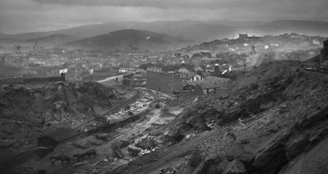 Un creuset minier et industriel dans lequel est né le chaudron. Le football était la pasion des mineurs, le dimanche après-midi à Sainté. © Félix Thiollier (début XXème siècle)