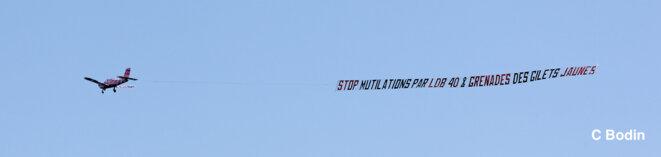 Une banderole pour dire STOP aux mutilations par LBD 40 et Grenades © C Bodin