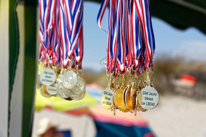 Les médailles «du Courage et de la Dignité». © C Bodin