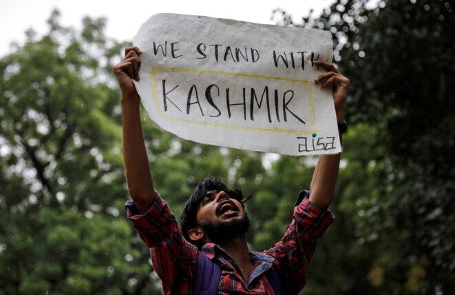 Un manifestant à New Delhi, en Inde, le 5 août 2019 © Reuters/Danish Siddiqui