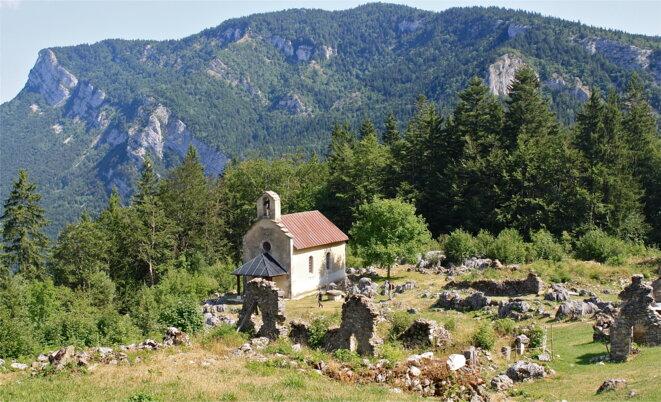 La chapelle de Valchevrière, seul bâtiment intact © Patrice Morel, août 2019