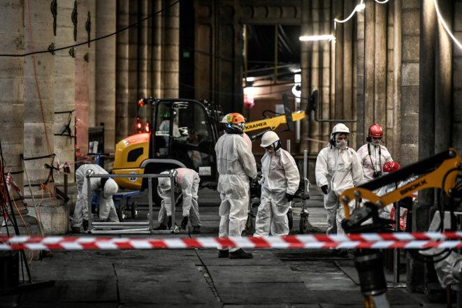 Des ouvriers à Notre-Dame, le 17 juillet 2019. © Reuters