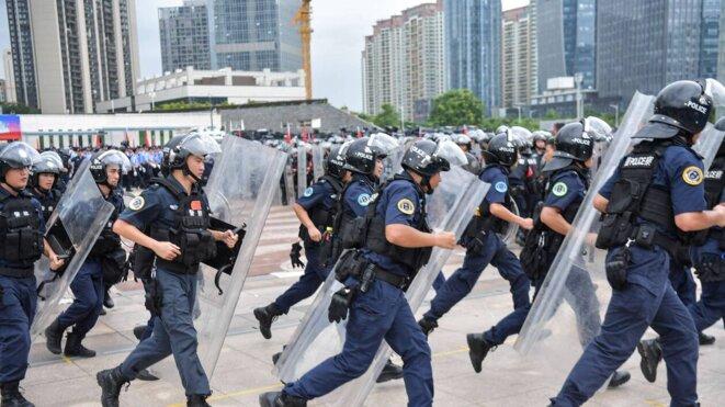 policiers-chinois-hk