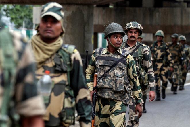 Des forces de sécurité indiennes à Srinagar le 7 août 2019 © Reuters / Danish Ismail.