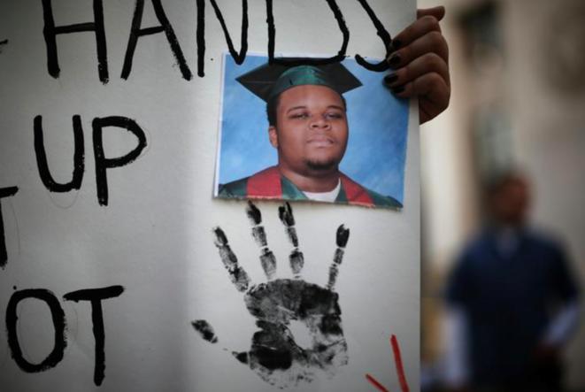 Portrait en hommage à Michael Brown, lors d'un rassemblement à Los Angeles (Californie), en 2014. © Reuters
