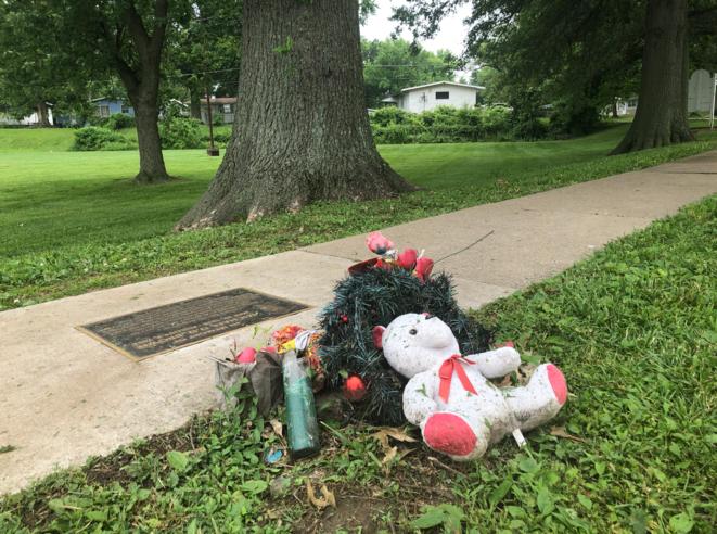 Le mémorial d'hommage à Michael Brown, près de l'endroit où il a été tué. © Mathieu Magnaudeix