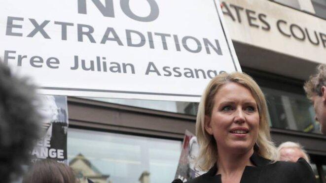 Jennifer Robinson devant le tribunal de Westminster, juin 2019 © Capture d'écran