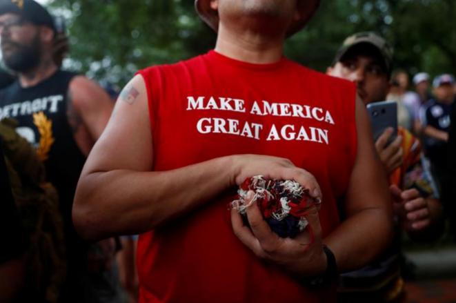 Seguidor de Donald Trump delante de la Casa Blanca, el 4 de julio, día de la Fiesta Nacional. © Reuters