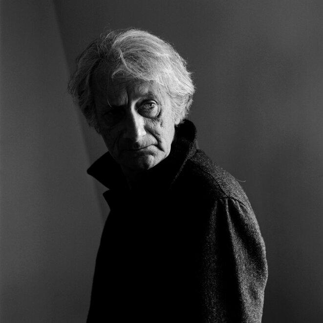 Patrick Deville à Paris, en 2014. © Jean-Luc Bertini