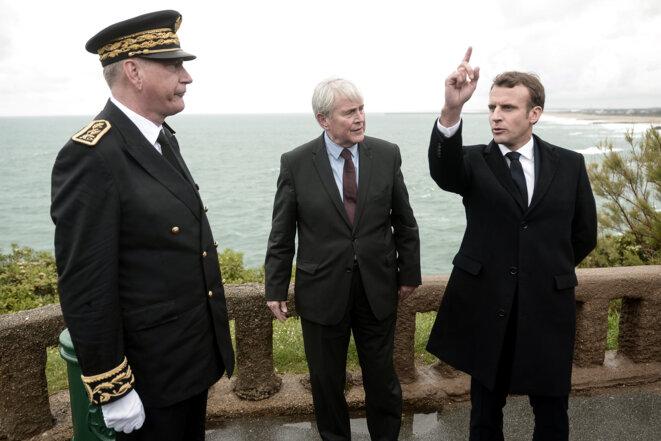 E. Macron et le maire de Biarritz, en mai à Biarritz. © REUTERS
