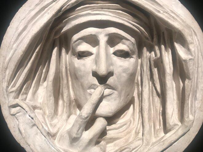 """Auguste PRÉAULT, """"Le Silence"""", vers 1842, Sculpture, plâtre Paris, musée du Louvre, Département des sculptures © Guillaume Lasserre"""